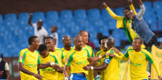 PRETORIA, SOUTH AFRICA - FEBRUARY 25: Hlompho Kekana of Mamelodi Sundowns celebrates his goal with his team mates during the Absa Premiership match between Mamelodi Sundowns and Bidvest Wits at Loftus Versfeld Stadium on February 25, 2017 in Pretoria, South Africa. (Photo by Lee Warren/Gallo Images)