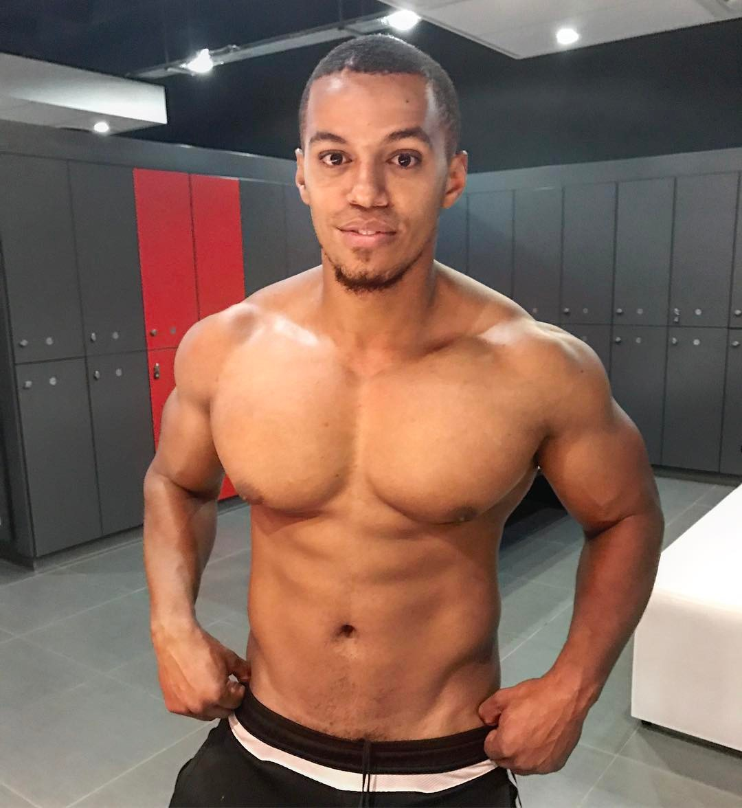 Skeem Saam Actor Cedric Fourie Shows Off His Abs Of Steel